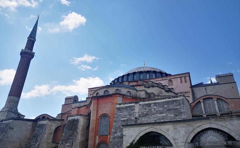 ISTANBUL, UNE VILLE BELLE ET SOLENNELLE CHARGÉE D'HISTOIRE.